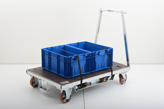 The Lean Dolly has been specially designed to carry plastic crates and trays used in the automotive industry. <br/>Kuva: K.Hartwall
